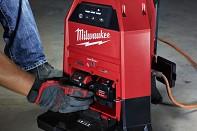 Hybridní pracovní svítilna LED Milwaukee M18 ONESLDP-0